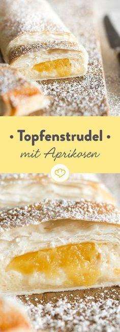 Topfenstrudel mit Marillen kennt in Österreich jedes Kind. Wetten, dass auch du dem Strudelteig mit Quark- und Aprikosenfüllung ganz schnell verfallen bist.