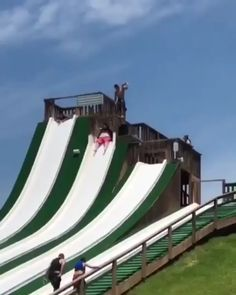 Now, thats a belly flop - So Funny Epic Fails Pictures Funny Short Videos, Funny Video Memes, Stupid Funny Memes, Haha Funny, Hilarious, Fun Funny, Video Show, Videos Video, Epic Fail Pictures