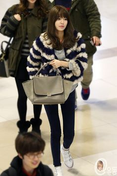 SNSD Sooyoung @ airport  fur + celine