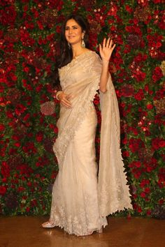 Katrina Kaif has finally got the invitation to Deepika Padukone and Ranveer Singh's Bollywood bash and the actor arrives wearing a beautiful white saree. Designer Sarees Wedding, Bollywood Designer Sarees, Bollywood Saree, Saree Wedding, Bollywood Fashion, Bollywood Actress, Indian Dresses, Indian Outfits, Indian Beauty Saree