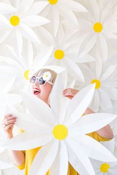 Paper daisy backdrop tutorial | The House That Lars Built