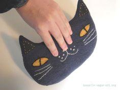猫ポーチ by ヒツジフエルト縮絨室 [ Cat Pouch by Felt Fulling Lab]