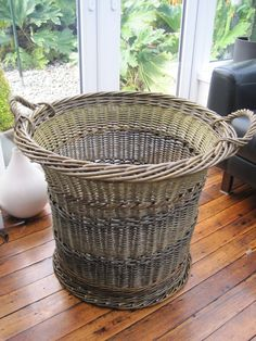 Traditional Willow - Bob Johnston Baskets Rattan, Wicker, Wood Crafts, Fun Crafts, Basket Weaving Patterns, Traditional Baskets, Square Baskets, Willow Weaving, Basket Crafts