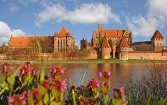 Najväčší hrad na svete nájdeme v Poľsku
