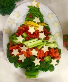 Festive Christmas Tree Veggie tray #christmasveggies #vegetabletray #schoolchristmasparty