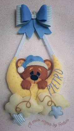 Baby bear name banner Baby Crafts, Felt Crafts, Diy And Crafts, Bear Felt, Felt Baby, Felt Garland, Felt Ornaments, Baby Mobile, Felt Decorations