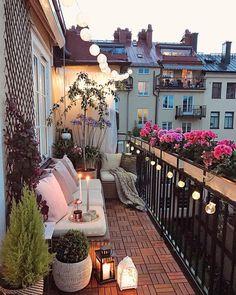 35 DIY Small Apartment Balcony Garden Ideas # Balcony Garden - b a l c o n y - Balkon Apartment Balcony Garden, Small Balcony Garden, Small Balcony Decor, Apartment Balcony Decorating, Apartment Balconies, Cozy Apartment, Terrace Decor, Small Terrace, Balcony Flowers