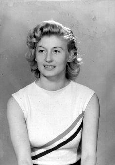 Gyarmati Olga  - az 1948-as londoni olimpián aratta sikerét, ahol az olimpiák történetében először versenyeztek nők távolugrásban. Gyarmati tehát sporttörténeti jelentőségű aranyérmet szerzett a versenyben (5m 69,5 cm)