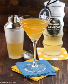 Gold Rush Cocktail ~ made with spicy ginger liqueur, belly-warming bourbon and tart lemon juice, will warm up any chilly fall evening -