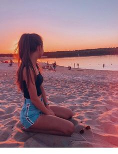 catching sunsets with you - Fotos - Beach Shotting Photo, Photographie Portrait Inspiration, Poses Photo, Beach Picture Poses, Girl Photography Poses, Photography Backdrops, Photography Portfolio, Sunset Photography, Landscape Photography