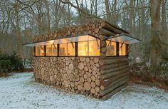 Caseta rústica construida de rollizos