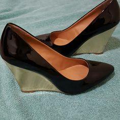 Cosmopolitan Gold Heel size 7.5 Gorgeous black shoes with gold heels.. Cosmopolitan size 7.5 (: All man made materials cosmopolitan  Shoes