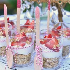 Strawberry yogurt breakfast parfaits - perfect for a brunch or a little girl's p. - Strawberry yogurt breakfast parfaits – perfect for a brunch or a little girl's party. Baby Shower Brunch, Baby Shower Food For Girl, Baby Shower Desserts, Bridal Shower Foods, Baby Shower Deco, Bridal Shower Recipes, Bridal Shower Appetizers, Baby Shower Buffet, Baby Shower Snacks