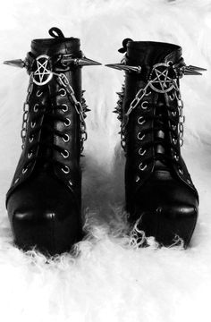 #Spiked #Pentagram #ankleboots. Love it