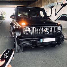 лючи от сердец!😍👌🏼 Выбери один любой!☝🏻 #superautos365 @mb_rheinruhr . #w217 #w222 #w464 #w257 #w205 #amggt4 #g63amg #s63amg #scoupe #c6 Mercedes Benz G Class, Mercedes Benz Models, Mercedes Maybach, G 63 Amg, Merc Benz, Mercedez Benz, G Wagon, Cars And Motorcycles, Luxury Cars