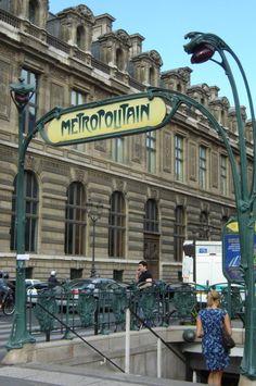 Paris, Métropolitain, Entrée de la station Louvre, arch. Hector Guimard