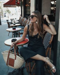 Yes, I know that I talk a lot about with Paris . hahaha, but I wanted to tell you a little about my experience living here, because although I have been Celine, Good Morning World, Summer Wardrobe, Casual Chic, Parisian, Color Combinations, Hot Chocolate, Style Icons, Love Story