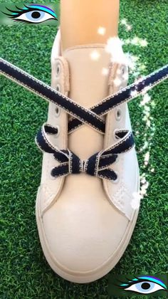 10 Ways to Lace Up Your Shoes Creatively - - Kochen - Schuhe How To Tie Shoes, Your Shoes, Ways To Lace Shoes, Creative Shoes, Creative Ideas, Shoe Crafts, Diy Fashion, Womens Fashion, Clothing Hacks