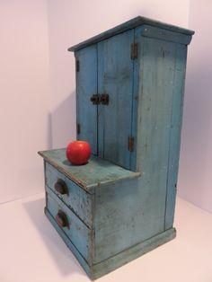 Primitive Cabinets, Primitive Furniture, Primitive Decor, Antique Paint, Antique Toys, Painted Benches, Rustic Vintage Decor, Old Toys, Painted Furniture