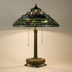 Tiffany Studios. Library lamp. C. 1910. Leaded glass, bronze. The Charles Hosmer Morse Museum of American Art - Winter Park - USA