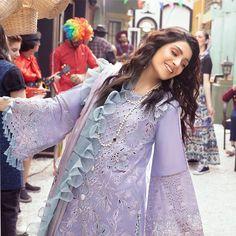 Simple Pakistani Dresses, Pakistani Dress Design, Pakistani Outfits, Pakistani Dramas, Stylish Dress Designs, Stylish Dresses, Casual Dresses, Formal Dresses, Lehnga Dress