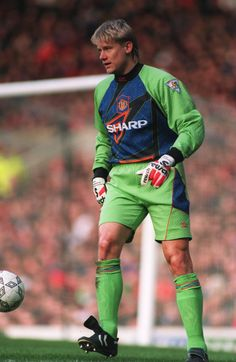 Peter Schmeichel the great dasne. Peter Schmeichel, Manchester United Team, Soccer Pro, Football Players, Football Kits, Football Soccer, Aston Villa, Bobby Charlton, Soccer Highlights