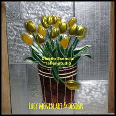 Cuadró Tulipanes en arte repujado y pintura vitral.