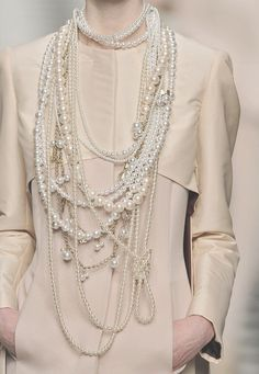 Pearls, pearls and pearls. Frankie Morello Fall 2009 Details