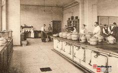 Dit was de gaarkeuken van de Grote Beek. #GGZE Eindhoven, Victorian Kitchen, Vintage Photos, Netherlands, Medical, Black And White, Nurses, Painting, Was