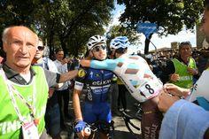 Pur battuto dal compagno di fuga Matteo Montaguti abbraccia il vincitore Gianluca Brambilla!