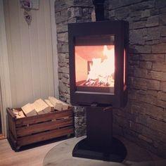 Dagens #førjulsøyeblikk kommer fra @frknh som nyter varmen fra en Jøtul F 167. Så koselig kveldsstemning! #jøtul #ovn #peis #peiskos #konkurranse #adventskalender #julekalender #jøtulF167 Big Bear Cabin, Kos, Kitchen Dining, Family Room, Home Appliances, Luxury, Interior, Instagram Posts, Home Decor