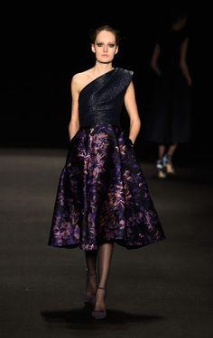 Monique Lhuillier - Runway - Mercedes-Benz Fashion Week Fall 2015