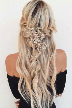 18 Ideen für einzigartige Heimkehr-Frisuren Homecoming hairstyles are the perfect example of the elegance and charm your hair can have once in a while. Even those who prefer casual and messy ways of styling their hair will admit that homecoming hair is fa Best Wedding Hairstyles, Homecoming Hairstyles, Formal Hairstyles, Messy Hairstyles, Hairstyle Ideas, Hair Ideas, Ideas Románticas, Night Hairstyles, Beautiful Hairstyles
