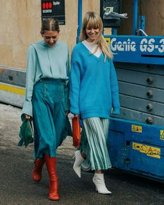 3 Chic Fall Skirt Trends Our Editors Love Fashion Weeks, Fashion 2018, Blue Fashion, Look Fashion, Fashion Trends, Street Fashion, Look Street Style, Street Chic, Street Snap