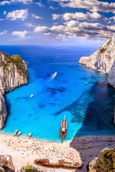 Zakynthos Island, Greece Easy Planet Travel - World travel made simple Places To Travel, Places To See, Travel Destinations, Dream Vacations, Vacation Spots, Vacation Packages, Magic Places, Patras, Greece Travel