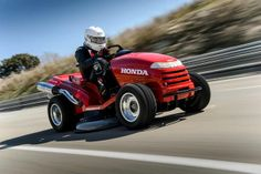 How Mental Is This? Honda's Mean Mower Is Officially The World's Fastest Lawnmower At 116 MPH: Video