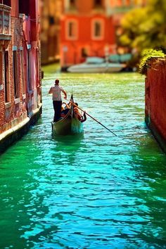 Gondolier, Venice, Italy – Amazing Pictures - Amazing Travel Pictures with Maps for All Around the World