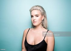 Singer Anne-Marie poses in the Studio during the MTV EMAs 2017 held at The SSE Arena, Wembley on November 2017 in London, England. Get premium, high resolution news photos at Getty Images Anne Maria, Female Celebrities, Pose Reference, Princesses, Savage, Singers, Poses, Stars, Studio