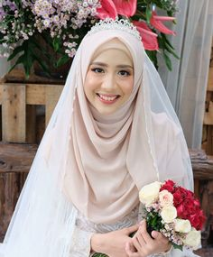 Trendy Muslim Bridal Look Wedding Hijab Ideas Muslim Wedding Gown, Muslimah Wedding Dress, Muslim Wedding Dresses, Muslim Brides, White Wedding Dresses, Muslim Couples, Dress Muslim Modern, Wedding Hijab Styles, Bridal Hijab