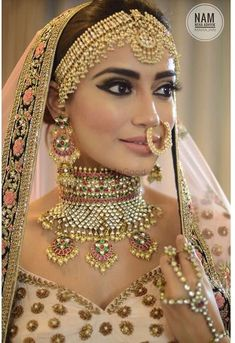 New indian bridal jewelry kundan accessories ideas Asian Bridal Jewellery, Indian Wedding Jewelry, Bridal Jewelry Sets, Indian Jewelry, Indian Weddings, Bridal Accessories, Indian Bridal Outfits, Indian Bridal Makeup, Indian Bridal Wear