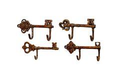 key wall hooks, perfect for keys! Wall Mounted Hooks, Wall Hooks, Wall Shelves, Bathroom Hooks, Diy Hooks, Antique Keys, Home Design Decor, Diy Wall Decor, Wall Hanger