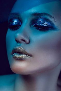 Gold lips - Blue eyeshadow