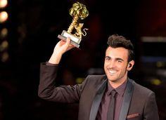 Marco Mengoni wint Sanremo 2013 met L'essenziale Palermo, Radios, Italian News, Orlando Bloom, Album Covers, About Me Blog, Festival, Web 2, February