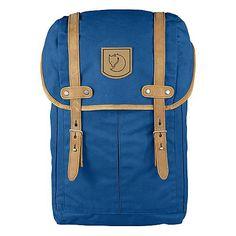 Rucksäcke / Taschen Rucksack No.21 Small    Der Fjällräven Rucksack No. 21 small ist ein Reiserucksack im klassischen Fjällräven-Stil aus einer kräftigeren Variante des gewachsten G-1000-Gewebes. Mit klaren Linien und funktionellen Details überzeugt das Produkt. Das Hauptfach mit Schneefang wird von oben beladen. Im Innern hat er eine Tasche mit Bodenpolsterung für ein Notebook. Hier befindet s...