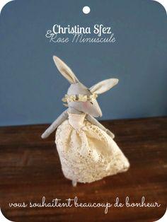 """Collaboration """"Les lapines de Rose Minuscule pour les mariées de Christina Sfez"""" avec la participation de Oh my garden pour la délicate couronne de fleurs..."""