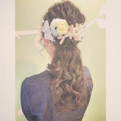 今日のお客様♡ ご自身の結婚パーティのヘアセットでご来店して下さいました  持ち込みのヘアアクセサリーとリボンでとっても華やか☺︎☺︎ 末永くお幸せに♡♡ #cropes辻堂#辻堂#湘南#美容室#ヘアアレンジ#ヘアセット#波ウェーブ#ブライダル#結婚式#二次会#パーティ#ハーフアップ#ダウンスタイル#ネイル#saadai