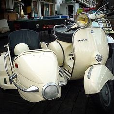 """273 Beğenme, 13 Yorum - Instagram'da Velasca (@velascamilano): """"Vespa Sidecar. Are you ready for the weekend? #feelitalian #scooter #scooters #velascamilano…"""""""