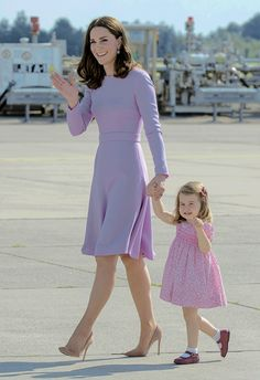 The Duchess & Princess of Cambridge tossing a royal wave as they complete their second royal tour as a mum & mini-me