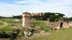 Discover the roman ruins of Rome, Italy! From the Coliseum, to the Parthenon, to the ancient Roman Forum, to Villa dei Quintili and much much more! Roman Forum, Parthenon, Ancient Romans, Rome Italy, Statue Of Liberty, Villa, Europe, Mansions, House Styles