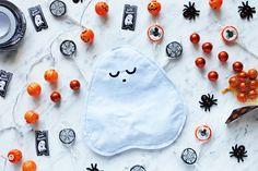 DIY Trick-or-Treat Bags for Halloween Diy Halloween Ghosts, Halloween Bags, Fall Halloween, Trick Or Treat Bags, Little Monsters, Hacks Diy, Favorite Holiday, Bag Making, Free Pattern